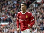 Pemain Manchester United atau MU Cristiano Ronaldo berselebrasi usai mencetak gol pembuka pada pertandingan Liga Inggris melawan Newcastle United di Old Trafford, Sabtu, 11 September 2021. (AP Photo / Rui Vieira)